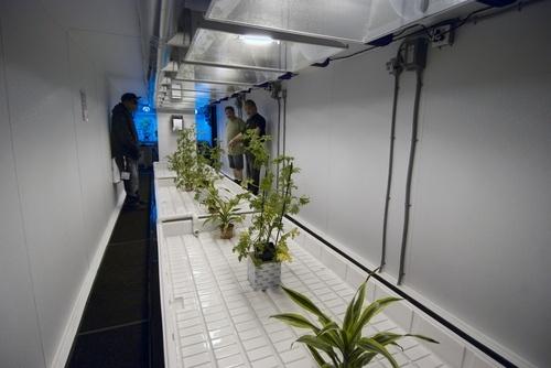 mobile-hydroponics-trailer-004
